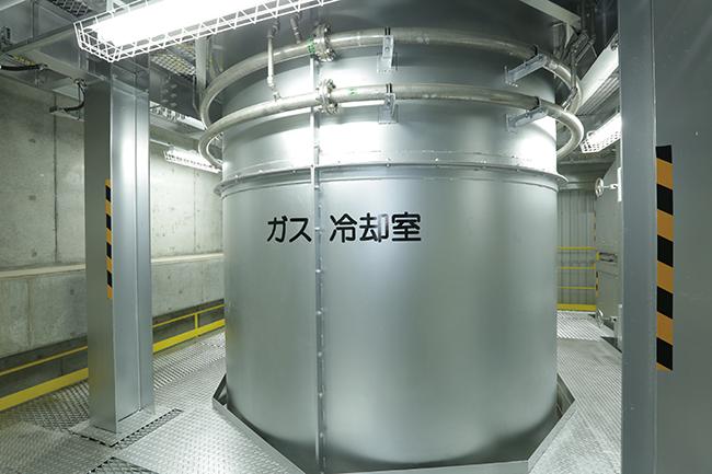 高温の燃焼ガスは、ガス冷却室で急速に冷却されます。